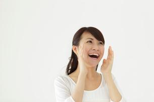 若い女性のポートレートの写真素材 [FYI02022086]