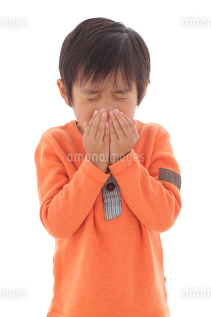 体調不良の男の子の写真素材 [FYI02022835]