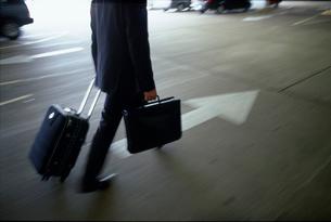ビジネスマンの足の写真素材 [FYI02023016]