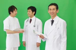 研修医と医師の写真素材 [FYI02024106]