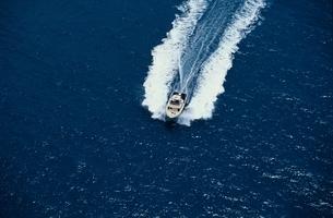 モーターボート   グレートバリアリーフの写真素材 [FYI02024242]