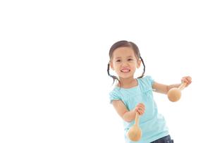 楽器を演奏する女の子の写真素材 [FYI02024425]