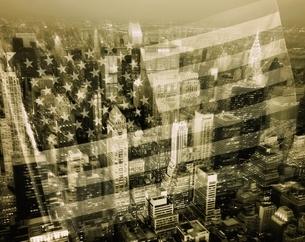 ニューヨークと星条旗の写真素材 [FYI02024537]