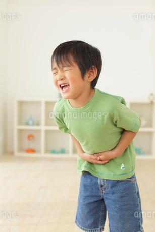 体調不良の男の子の写真素材 [FYI02024554]