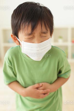 体調不良の男の子の写真素材 [FYI02024685]
