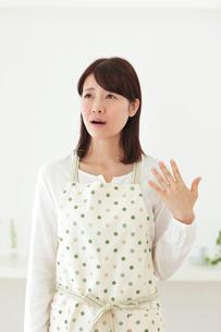 体調不良の女性の写真素材 [FYI02024881]