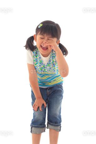 悲しむ女の子のポートレートの写真素材 [FYI02025990]
