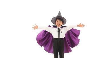 ハロウィンの仮装をした男の子の写真素材 [FYI02026680]