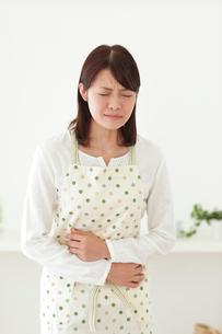 体調不良の女性の写真素材 [FYI02027390]