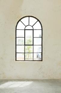 洋風のおしゃれな窓辺の写真素材 [FYI02027597]