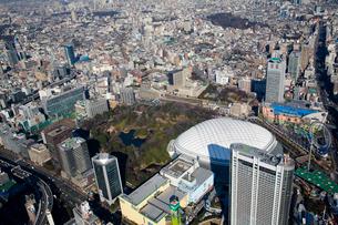ヘリコプターから望む東京ドームの写真素材 [FYI02028341]