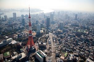 ヘリコプターから望む東京タワーの写真素材 [FYI02028384]