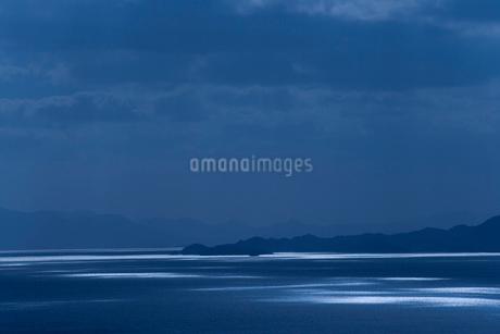 光る海面の写真素材 [FYI02028473]
