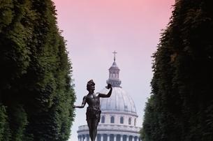 彫像のあるパリの風景の写真素材 [FYI02028476]