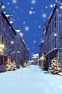 クリスマスツリーのある雪のケベックの街並み CGのイラスト素材 [FYI02028514]