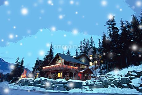 家と林に雪が降る夜のクリスマスイメージのイラスト素材 [FYI02028519]