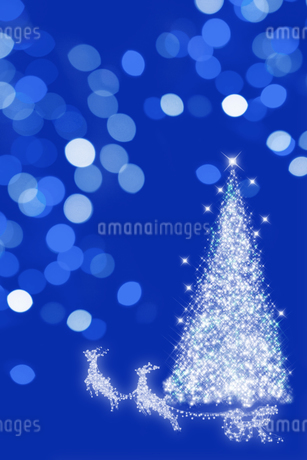 イルミネーションの空に飛び立つトナカイとクリスマスツリーのイラスト素材 [FYI02028548]