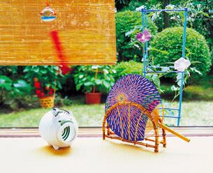 縁側の風鈴と団扇の写真素材 [FYI02029297]