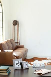 ソファーのある海外イメージのオフィスの写真素材 [FYI02029561]
