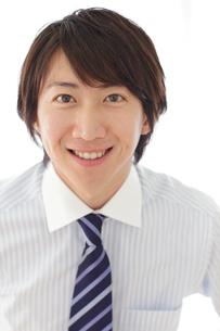 笑顔のビジネスマンの写真素材 [FYI02029620]