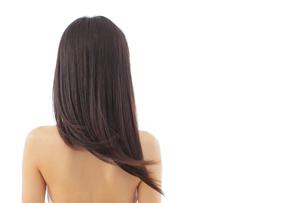 日本人女性の美しい黒髪のストレートヘアの写真素材 [FYI02029716]