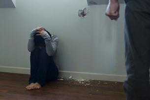 家庭内暴力の写真素材 [FYI02029719]