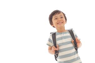 ランドセルを背負う男の子の写真素材 [FYI02030748]