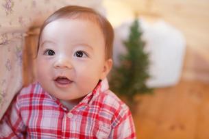 笑顔の赤ちゃんの写真素材 [FYI02030831]