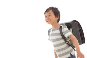 ランドセルを背負う男の子の写真素材 [FYI02031491]