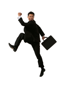 ジャンプをするビジネスマンの写真素材 [FYI02032234]