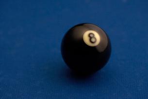 ビリヤード台の上のボールの写真素材 [FYI02032575]