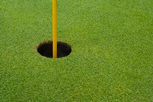 ゴルフホールとゴルフ旗の写真素材 [FYI02033951]