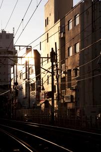 夕暮れの線路の写真素材 [FYI02034280]