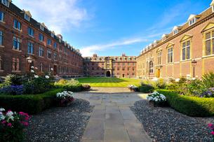 ケンブリッジ大学内の庭園の写真素材 [FYI02035498]
