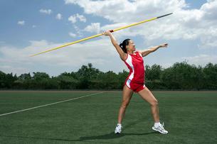 女性槍投げ選手の写真素材 [FYI02035582]