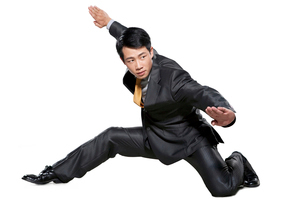 闘う若いビジネスマンの写真素材 [FYI02035628]