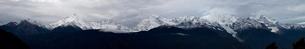 雲がかかった梅里雪山の写真素材 [FYI02035681]
