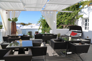 サントリーニ島のレストランの写真素材 [FYI02035874]