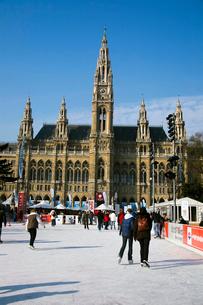 ウィーン市庁舎前のスケートリンクの写真素材 [FYI02036723]