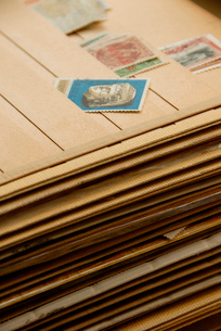 古い切手とアルバムの写真素材 [FYI02037096]
