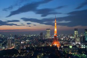 ライトアップされた東京タワーの写真素材 [FYI02037097]