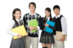 ファイルを持った高校生の写真素材 [FYI02038073]