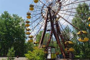 チェルノブイリ原発事故の影響で廃墟となった遊園地の写真素材 [FYI02039288]