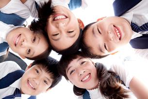 笑顔の小学生達の写真素材 [FYI02039333]
