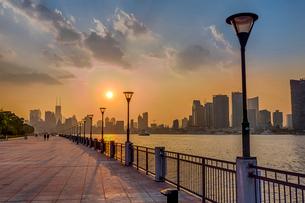 夕暮れの上海外灘の写真素材 [FYI02040619]