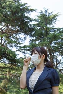 咳をする若い女性の写真素材 [FYI02041004]