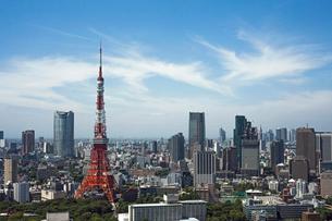 東京タワーと高層ビルの写真素材 [FYI02041173]