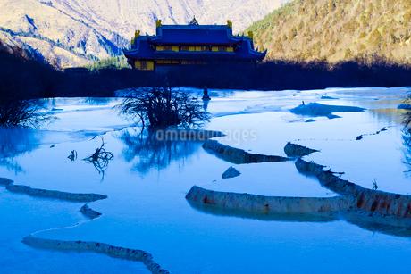 五彩池と黄龍寺の写真素材 [FYI02041379]