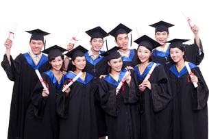 卒業式を迎えた学生の写真素材 [FYI02041517]