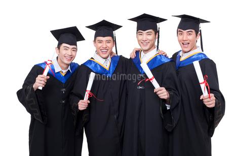 卒業式を迎えた学生の写真素材 [FYI02041574]